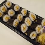 納豆巻きは酒のつまみとして意外とイケるよ。間違いなくコスパ最高だよ。寿司のなかではね・・・