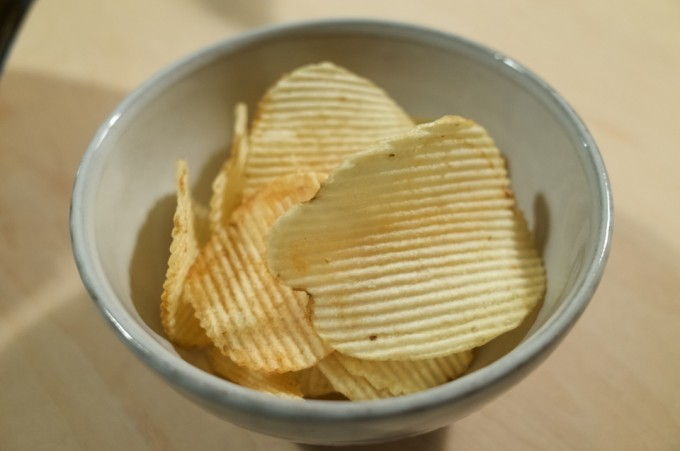 カルビーポテトチップス ギザギザ 塩レモン味