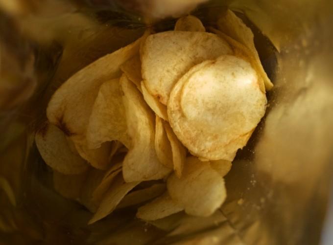 カルビーポテトチップス濃く味 スタミナガーリック味